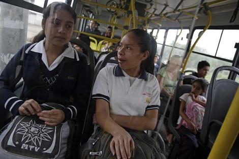 Sistema de transporte público exclusivo para mujeres