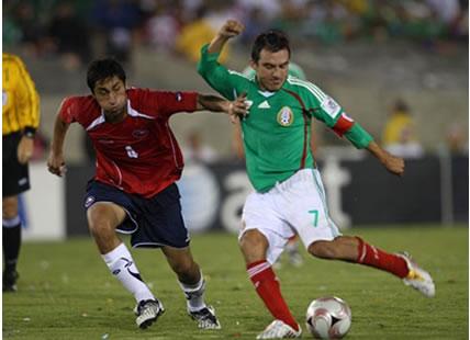 Chile sufrió ante México pero ganó y lidera su grupo, subraya la prensa chilena