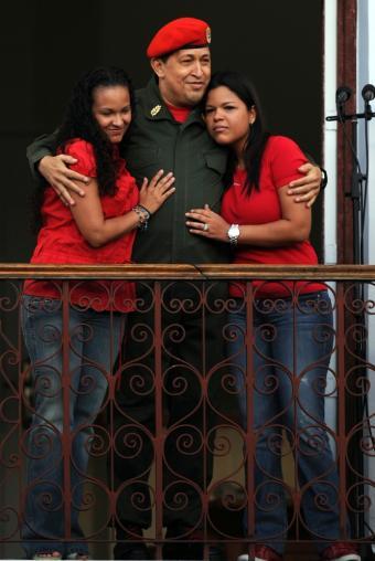 Chávez regresa a Caracas por sorpresa