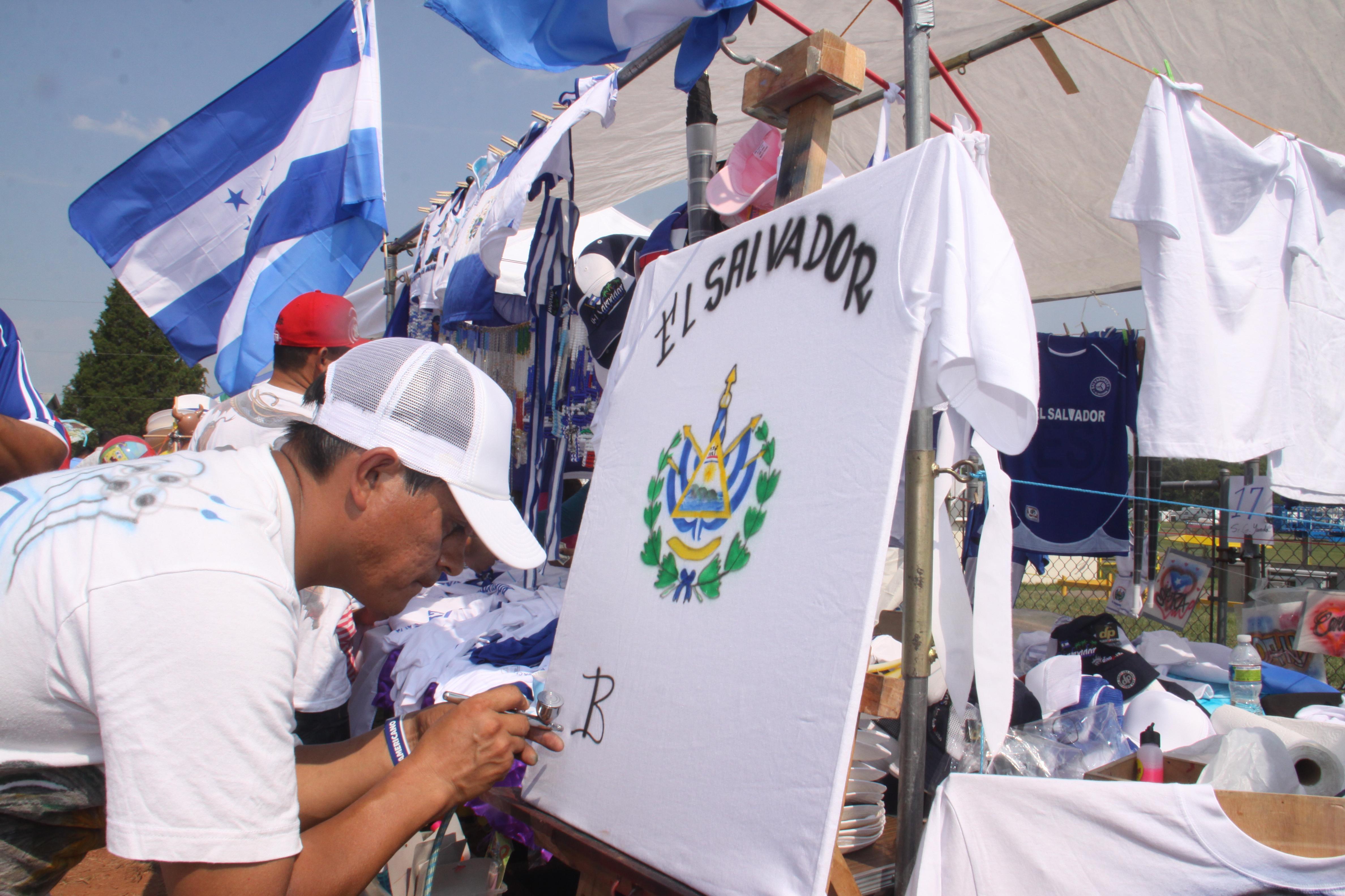 Salvadoreños en el exterior votarán el 2014