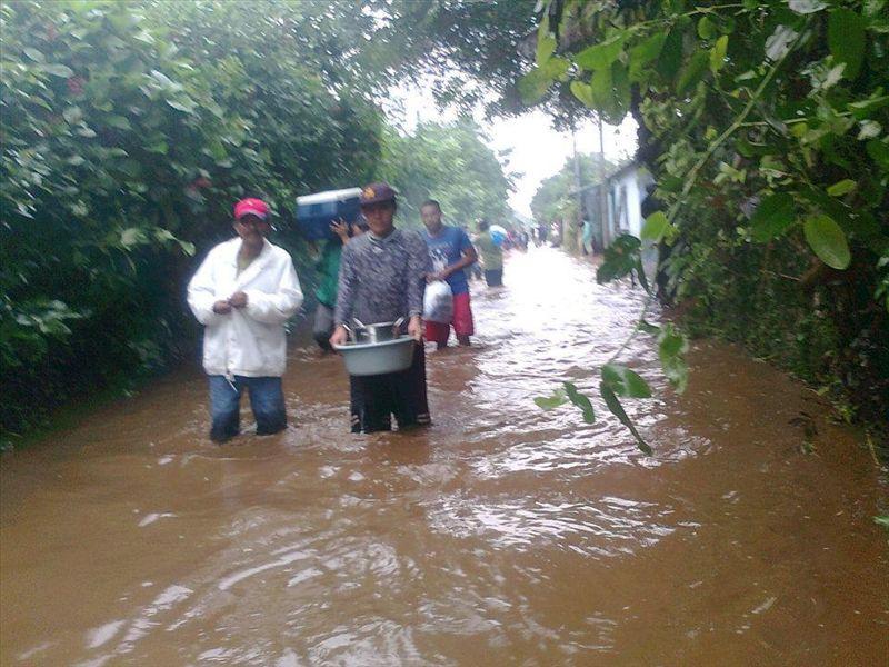 Costos por las lluvias rondan los mil millones de dólares