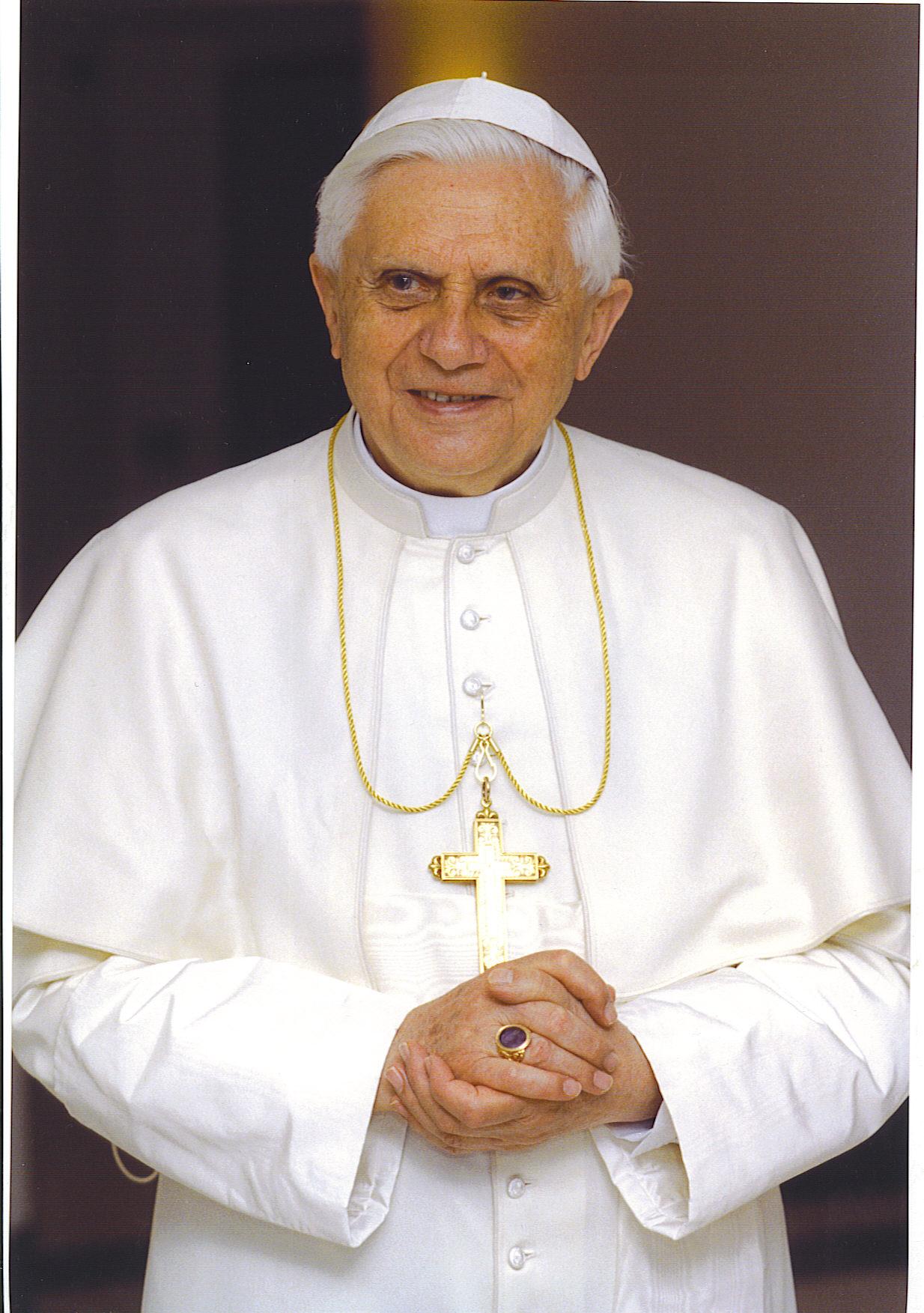 Grandes multitudes en el Vaticano aclamaron al papa Benedicto XVI este ...