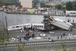 El conductor hablaba por teléfono al momento que el tren se descarriló