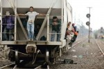 """Cuatro migrantes mueren luego de ser asaltados en tren """"La Bestia""""."""