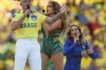 'Ole, ola', JLo y Pitbull inician fiesta mundialista