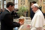 El papa Francisco convoca a figuras del fútbol a un partido por la paz