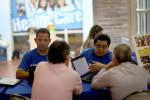 Revisan estatus migratorio a miles de personas en Obamacare