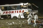 Choque de un tren y un bus deja al menos 20 muertos en México