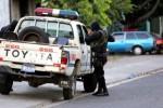 Pandillas siguen atacando policías