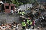 Deslave deja diez muertos y cientos de desaparecidos