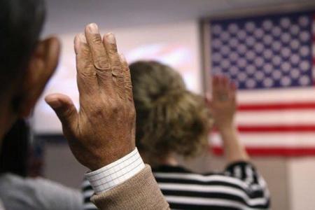 Inmigración lanza examen para la ciudadanía en español