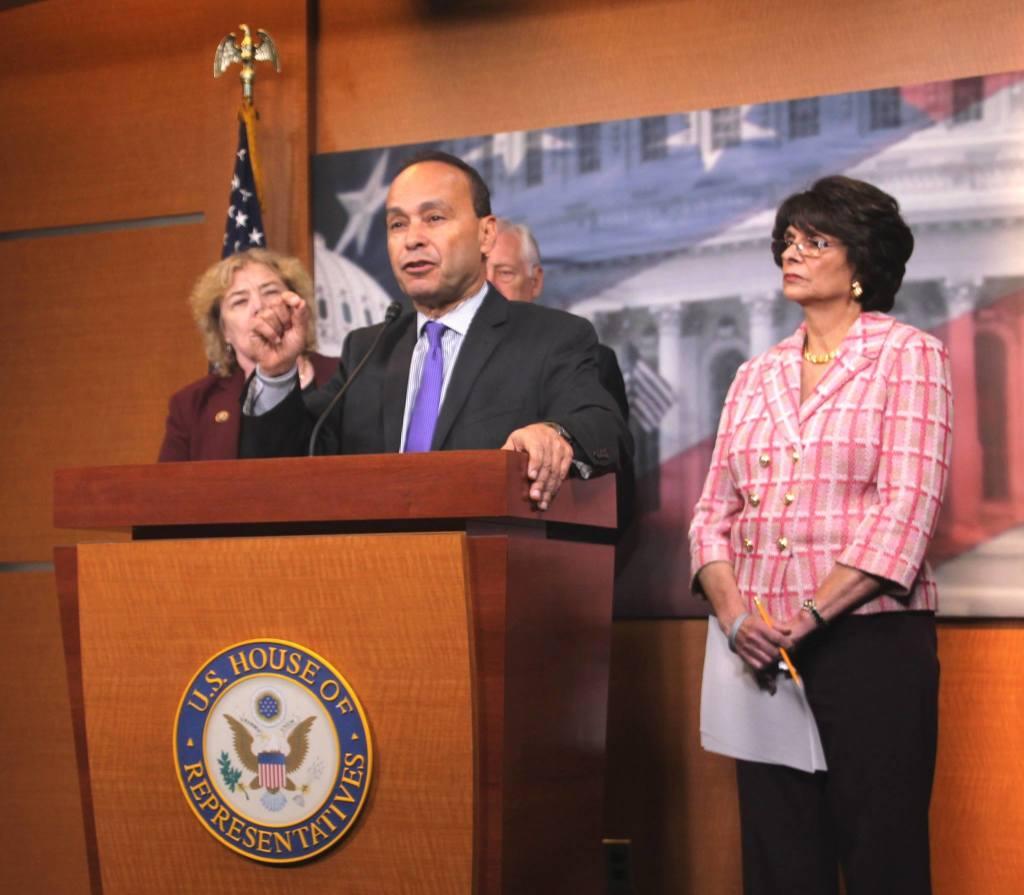El senador Luis Gutiérrez ha enviado una carta al Presidente Obama, para que ponga paro a las deportaciones -