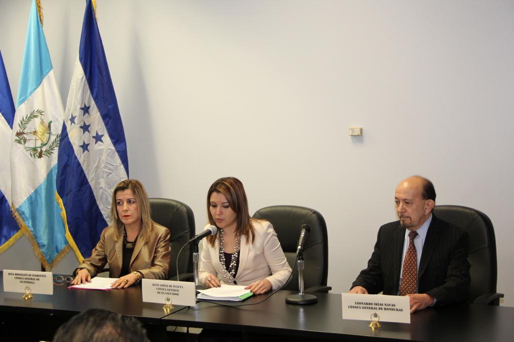 Los cónsules de Guatemala, El Salvador y Honduras, Dina Mogollón, Kenny López y Leonardo Navas respectivamente.