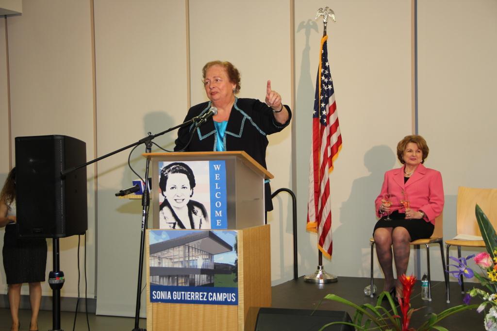 La Embajadora Aponte habló de sus 5 años trabajando para el gobierno de EEU en El Salvador