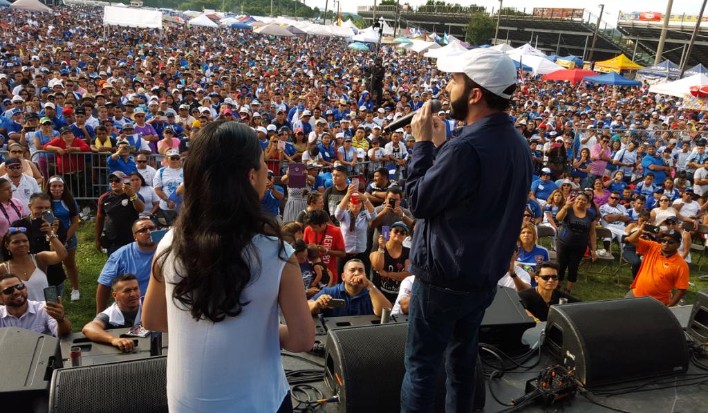 Nayib Bukele fue aplaudido por miles de personas en un festival en Maryland.