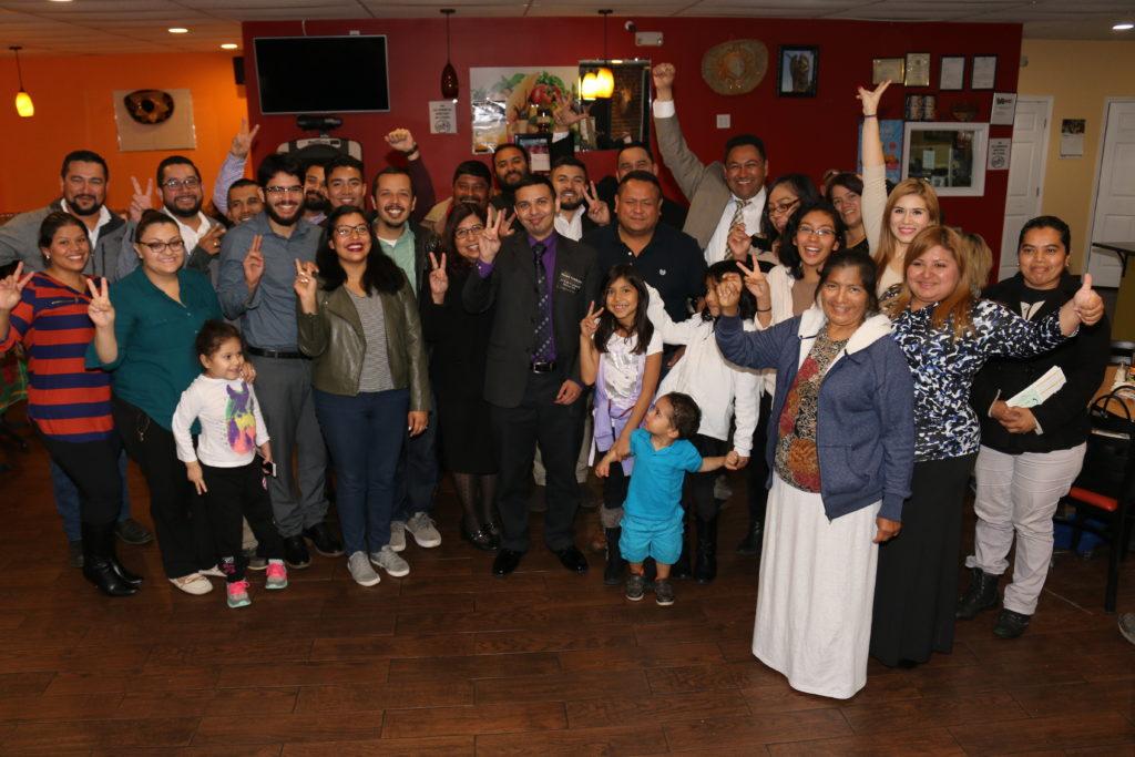 Latinos respaldando a Hector Cendejas