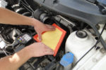 Su auto necesita respirar bien, reemplace los filtros de aire